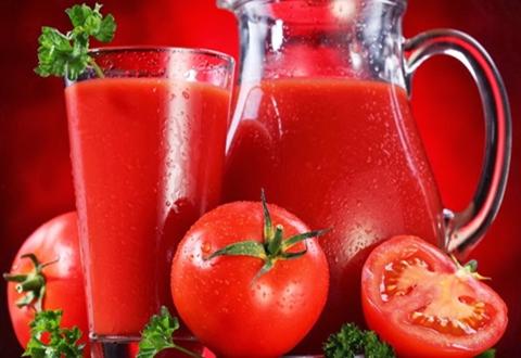 Benefícios de beber suco de tomate
